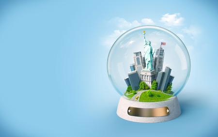 the sphere: Estatua de la Libertad y edificios en la bola de cristal. Ilustración de viaje inusual. EE.UU.
