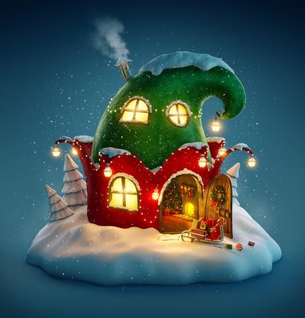 Incrível casa de fadas decorada no Natal em forma de chapéu de elfos com porta aberta e lareira dentro. Ilustração de Natal incomum. Foto de archivo