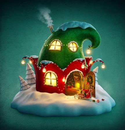 Incroyable maison de fées décorée à Noël en forme de chapeau avec elfes porte ouverte et cheminée à l'intérieur. Insolite illustration noël.