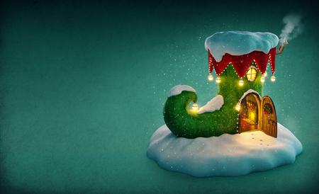 Incroyable maison de fées décorée à Noël en forme de chaussure de elfes avec porte ouverte et cheminée à l'intérieur. Insolite illustration noël. Banque d'images - 49156082