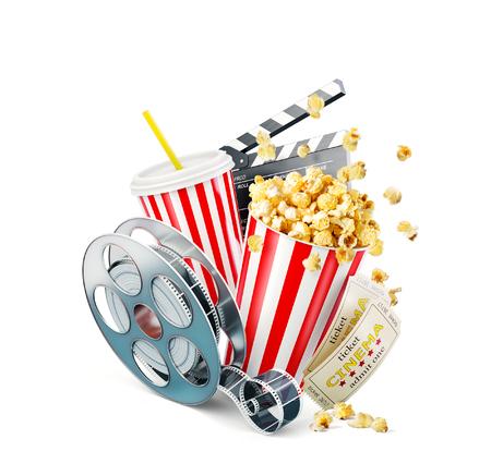Pop-corn, bobine de cinéma, gobelet jetable, battant et billets isolés sur blanc. Concept cinéma théâtre illustration 3D.