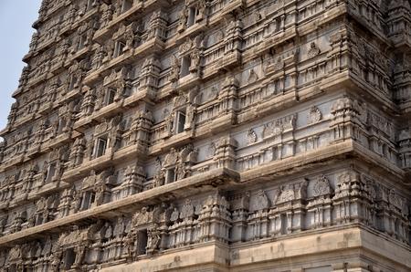 karnataka: Ancient Indian Gate Torre del oest, Karnataka, India Foto de archivo