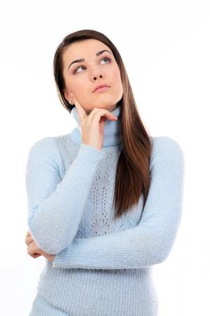 mujeres pensando: Joven reflexiva, aislada sobre un fondo blanco Foto de archivo