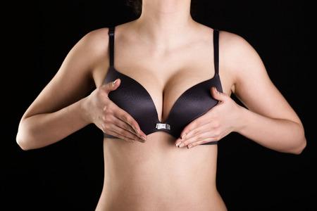 big boobs: Pechos grandes de la mujer hermosa en sujetador