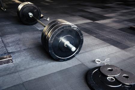 фитнес: Крупным планом образ фитнес-оборудования в тренажерном зале