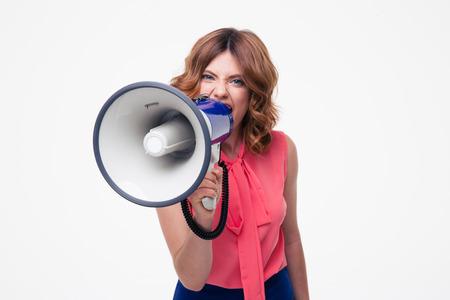 femme bouche ouverte: Angry femme criant dans un mégaphone isolé sur un fond blanc Banque d'images