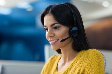 Portrait of a smiling businesswoman in headphones Zdjęcie Seryjne