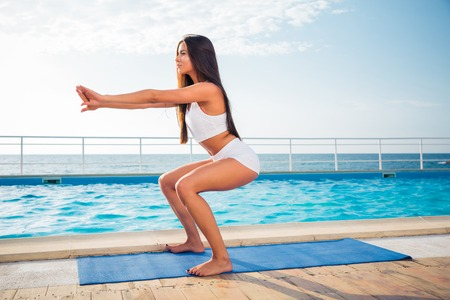 girl working out: Portrait of a young girl working out on yoga mat outdoors in the morning