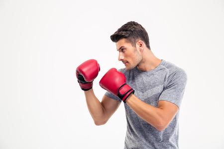 boxeador: Retrato de un boxeador de sexo masculino joven aislado en un fondo blanco