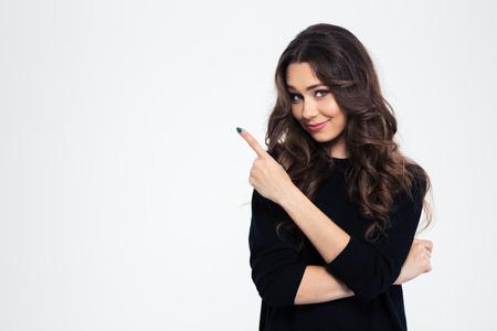 Portrait von einem hübschen Mädchen, das Finger weg auf einem weißen Hintergrund Standard-Bild
