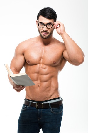 m�nner nackt: Portrait of a handsome muscular man in glasses holding book and looking at camera isolated on a white background