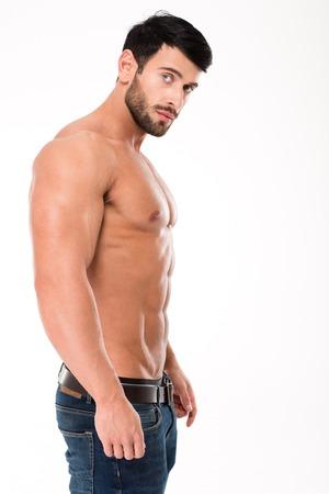 uomo nudo: Vista laterale ritratto di un uomo muscoloso, guardando la fotocamera isolato su uno sfondo bianco Archivio Fotografico