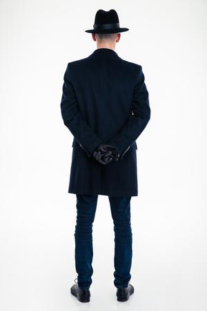Terug oog van de business man in zwarte kleding en hoed die zich over witte achtergrond Stockfoto