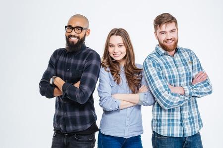 Multiethnic Gruppe von drei zuversichtlich lächelnd Studenten stehen Standard-Bild