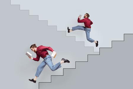 콘크리트 벽에 그려진 된 계단을 따라 위아래로 실행하는 책 두 재미 수염 된 쌍둥이 남자
