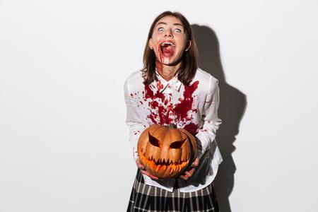 Glückliche Gruselige Zombiefrau, Die Eine Axt Hält Und Weg über ...