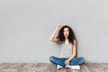Woman crossing legs meaning