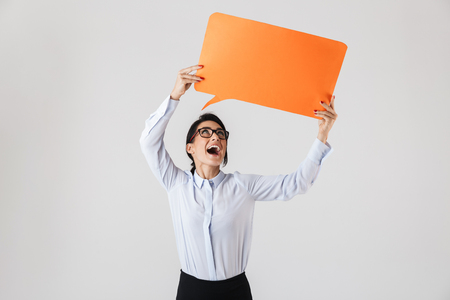 Image of successful office woman wearing eyeglasses holding yellow copyspace placard isolated over white background Banque d'images - 117379813