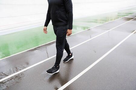 Cropped image of a sportsman walking at the stadium Zdjęcie Seryjne
