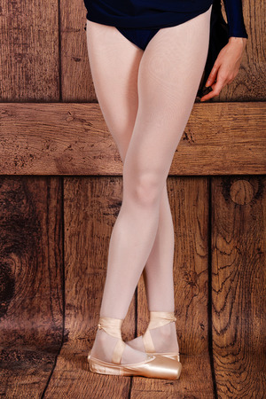 pas: Fifth position in classical ballet. Slim legs of a ballerina in pointe. Photo closeup. Ballet pas. Stock Photo