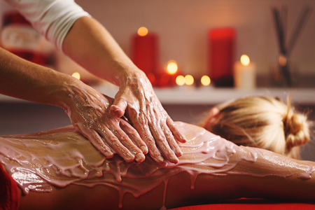 Spa treatment. Back massage with moisturizing mask. The process of applying a mask. Deep moisturizing and rejuvenating treatments Stock fotó - 90373610