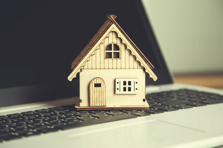 wooden house model on the computer keyboard Stockfoto