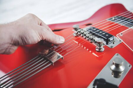 man hand guitar playing the guitar on gray background Banque d'images - 138458282