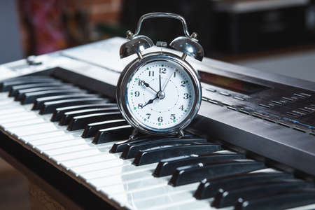 Piano and alarm clock, the time to practice the piano Stock fotó