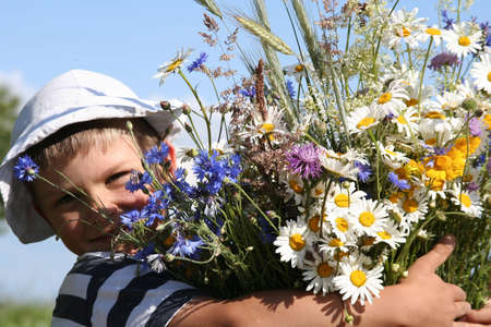 Child holding a bouquet of flowers Stock Photo - 300031