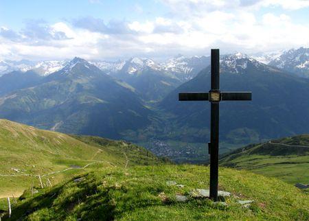 fidelidad: Cruz contra el cielo Foto de archivo