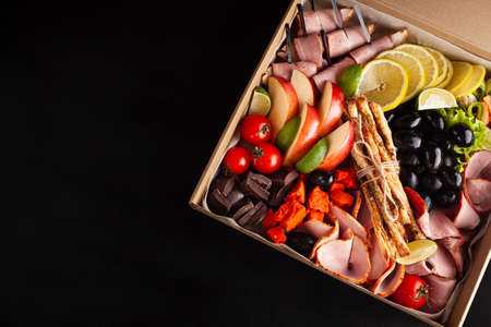 Gastronomic boxing, home delivery. Catering. Empty space for text, a gift for February 23, a birthday for a man. food Stockfoto