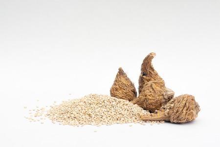 maca root: Peruvian ginseng or maca (Lepidium meyenii) and quinoa (Chenopodium quinoa ), superfood Stock Photo