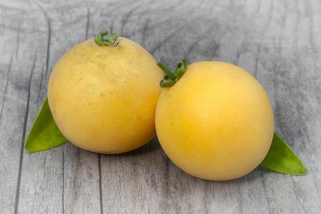 Kei apple (Dovyalis caffra), umkokola. clouse up tropical fruit