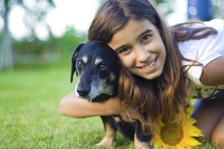 Ragazza con il suo cane Archivio Fotografico