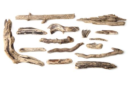 Set di legni isolati su sfondo bianco. Pezzi di legno alla deriva. Archivio Fotografico