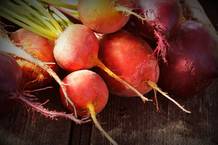Fresh farm colorful beetroot on a wooden background. Detox and health. Selective focus. Red, golden, white beet Stockfoto