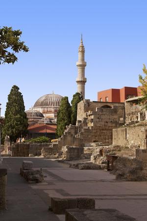 Suleiman moskee van Rhodos Landmark met daken, minaret foto Griekenland Stockfoto