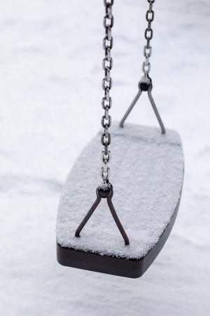 Empty chain swing in playground Standard-Bild - 116188549