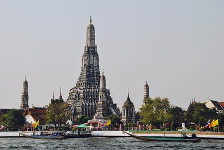 praya: Wat Arun Editorial