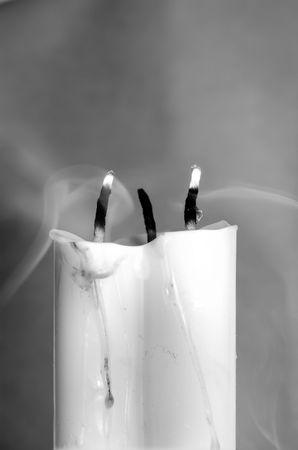 dangerous love: Tre candele in bianco e nero