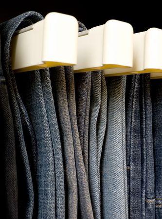 organise: Jeans colgando en el closet