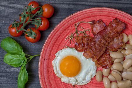 Farmer meals bean eggs bacon tomatto basilico cherry tomato