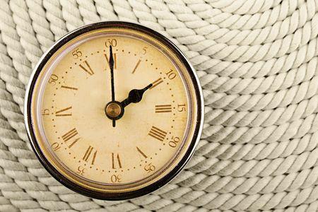 numeros romanos: Reloj con n�meros romanos sobre fondo de cable. 2 Foto de archivo