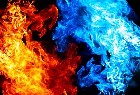 fuego azul: Fuego rojo y azul sobre fondo de balck