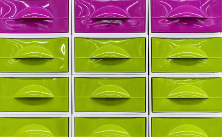 Bright plastic boxes for storing household items. Banque d'images