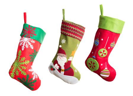 Tres medias de Navidad aislados sobre fondo blanco