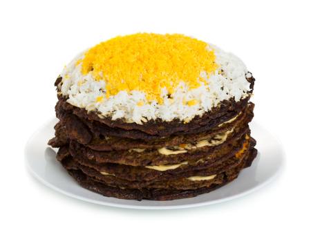 Torta hecha de panqueques de h�gado en un plato aislado en fondo blanco Foto de archivo