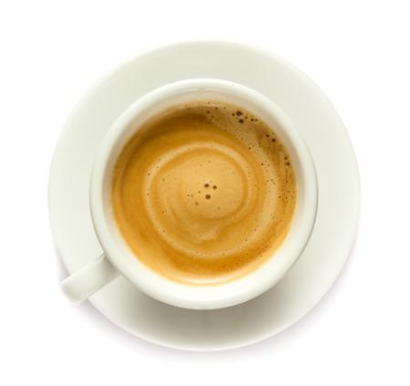 Kaffeegetränk in einer Tasse lokalisiert auf weißem Hintergrund Standard-Bild
