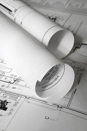 planos arquitecto: roled planes sobre la mesa