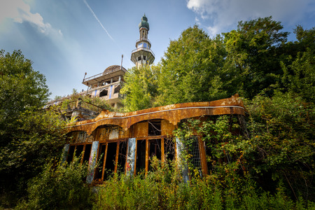Photographic reportage of the abandoned city of Consonno (Lecco, Italy)